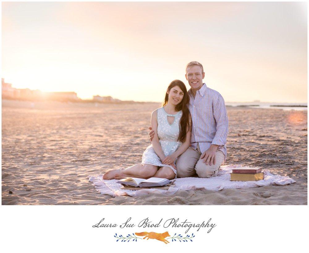 Beach engagement session in Virginia Beach. © 2018 Laura Sue Brod Photography www.laurasuebrod.com