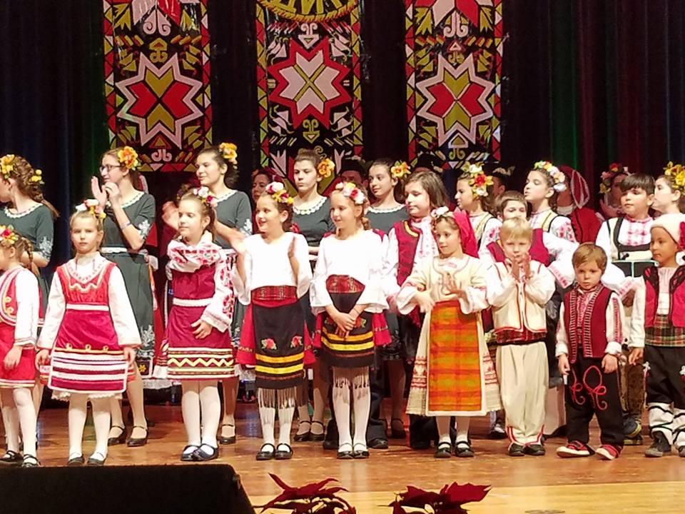 """ПЪРВА ИЗЯВА НА СЦЕНА  - концерт на ансамбъл """"хоро"""" по случай 15 години от основаването"""