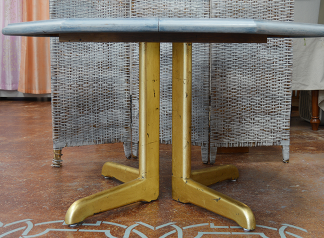 Gilded Pedestal Table4.jpg