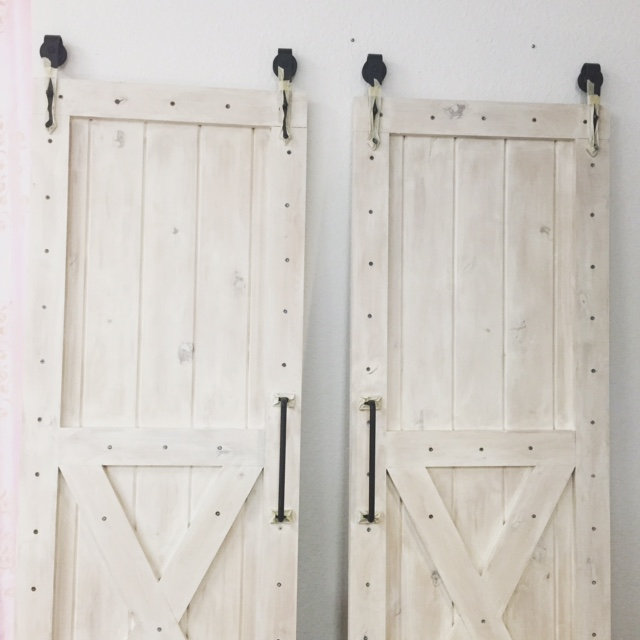White_Wash_Barn_Door (8).JPG