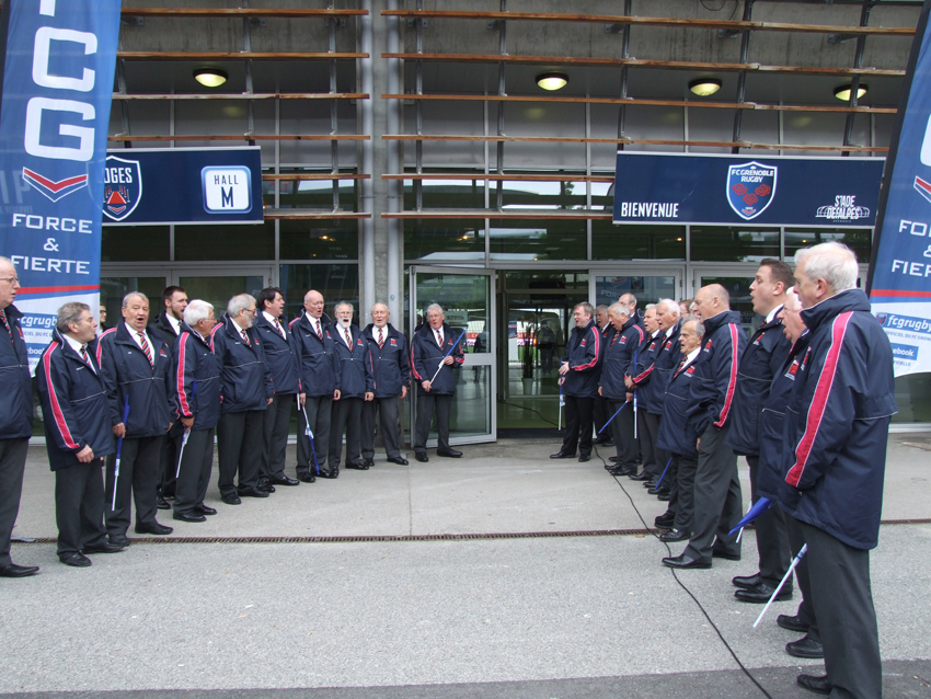 The choir singing as the players arrive.jpg
