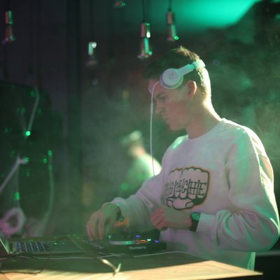 DJ Robbie James