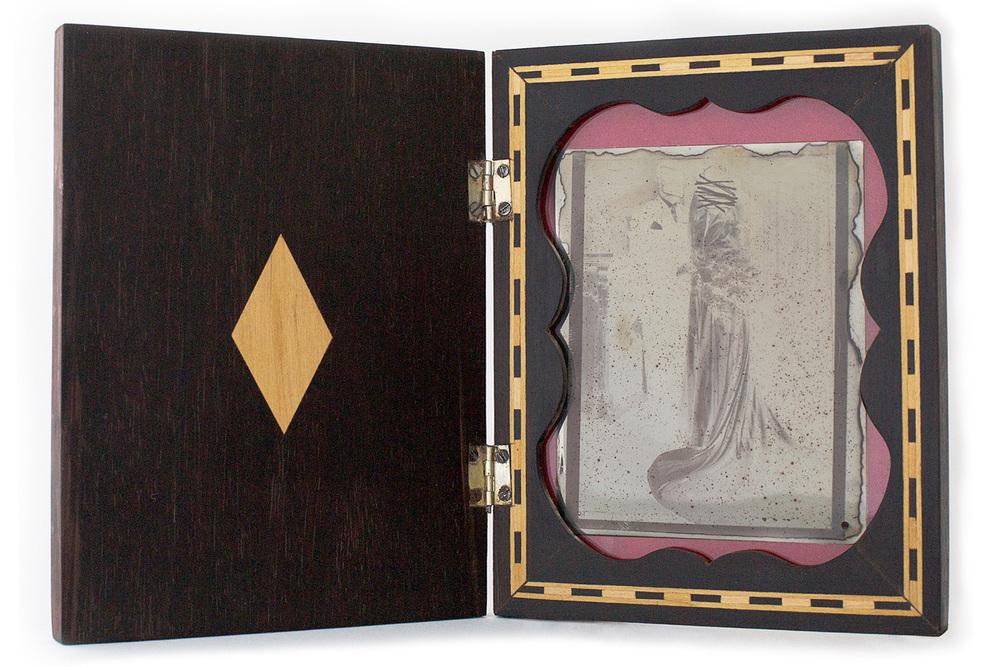 Coleção de Incertezas.  Espelho sem alma . Daguerreótipo em estojo de jacarandá. 18x14x2,5cm