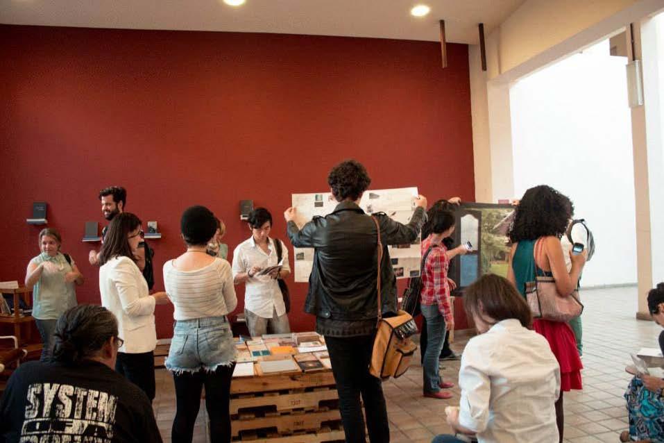 HORIZONTE DOBRADO EM QUATRO participou da exposição de publicações TENDA ABERTA, realizada na Oficina Cultural Oswald de Andrade em junho e julho de 2015, com curadoria de Fernanda Grigolin e Paula Borghi.