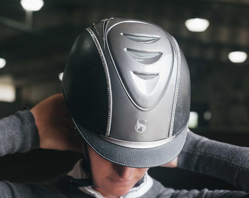 W_grey_helmet.jpg