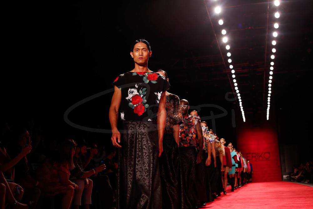 Models in final walk for Erikò by David Alfonso