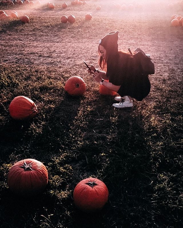 Pretending to be a punkin 🎃✨ (Photo: @nadia_katarina)