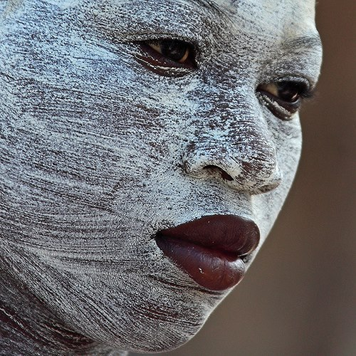 royal-flame: a—fri—ca: Woman with Musiro face mask, Mozambique Photo By Kaobanga