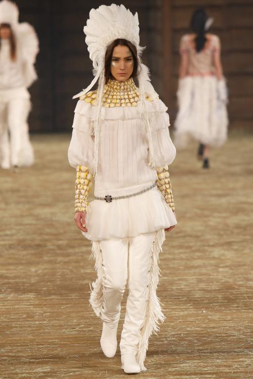 fashioninquality: MojioMihaljcicat Chanel Pre Fall 2014 | Dallas