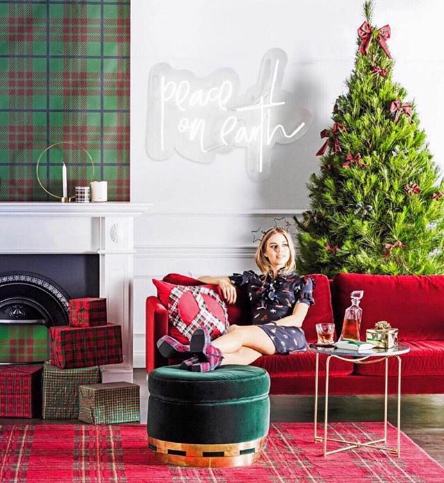 And just like that it's Christmas Eve ... 🎄 Wishing everyone the Happiest of Holidays ! No matter how & what you celebrate we hope you make it amazing! 🎅🏼🥂🍗🍤🎁🎉❤️ #merryeverything #twasthenightbeforechristmas //flashback to this @realliving Christmas issue styled by @kerrieann_jones_stylist 📸@mareehomer.photography ... assisting by @lisaburdenstylist & @kate_kiryk
