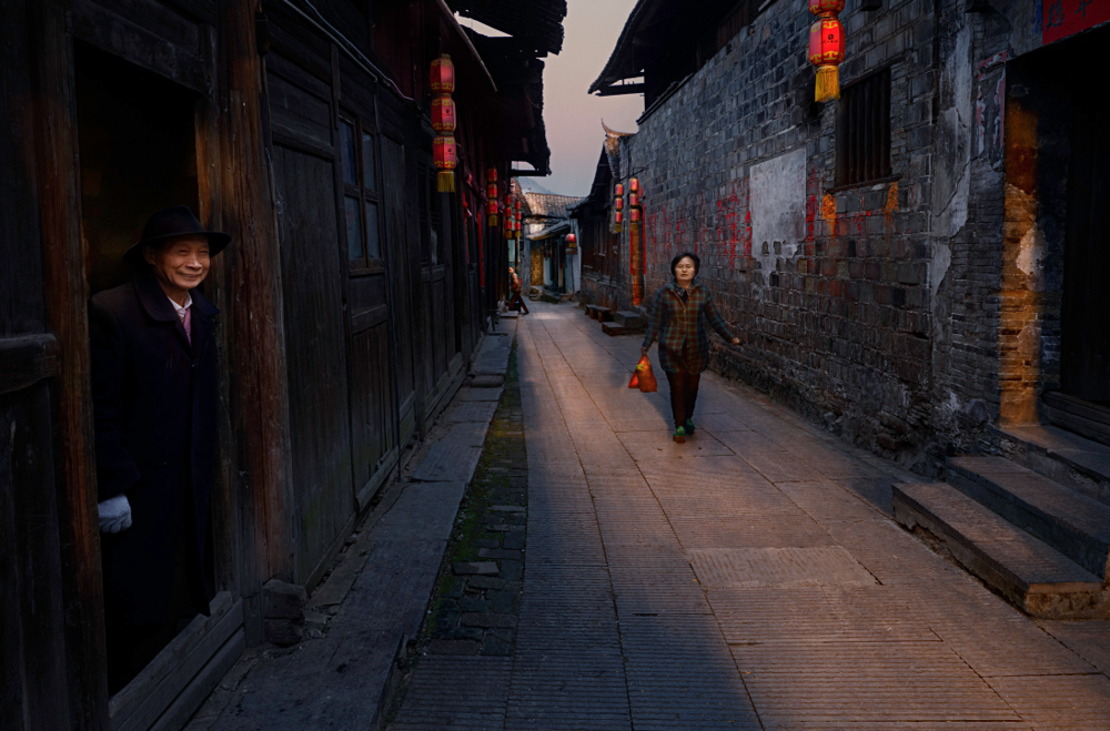 Les Sharp - Walking The Streets Of Old China, 2017