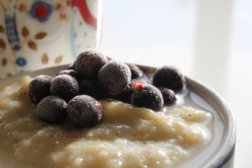 Raparperivispipuuro kvinoasta.