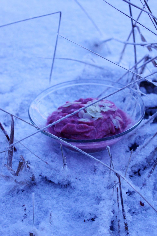 flax-strawberry-almond-rawporridge.jpg
