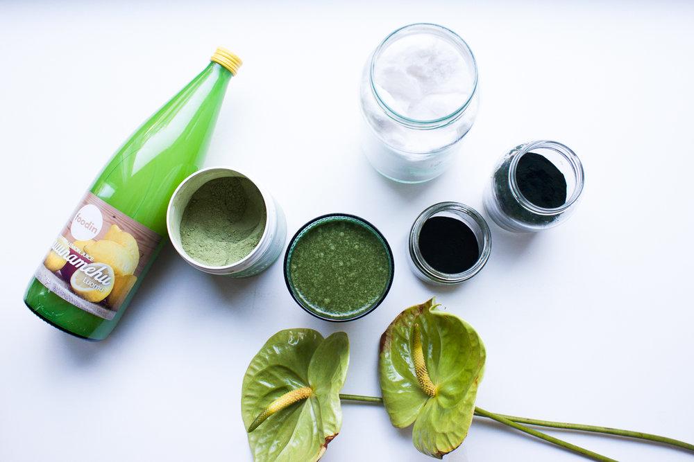 Herättävä aamuvesi on sekoitus sitruunaa, viherjauheuita, MSM:ää sekä BCAA:ta.