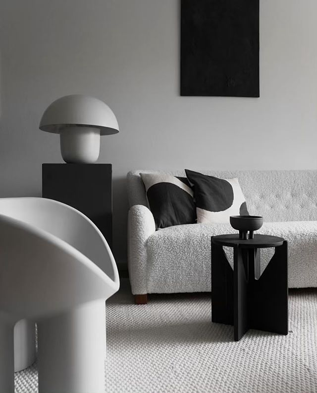 A black and white dream. Love the artful styling @brutalist_rum with the Dunes Cream rug.