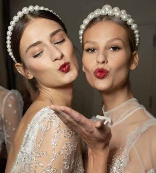 Keren Wolf's statement Pearl Crowns on the Inbal Dror runway