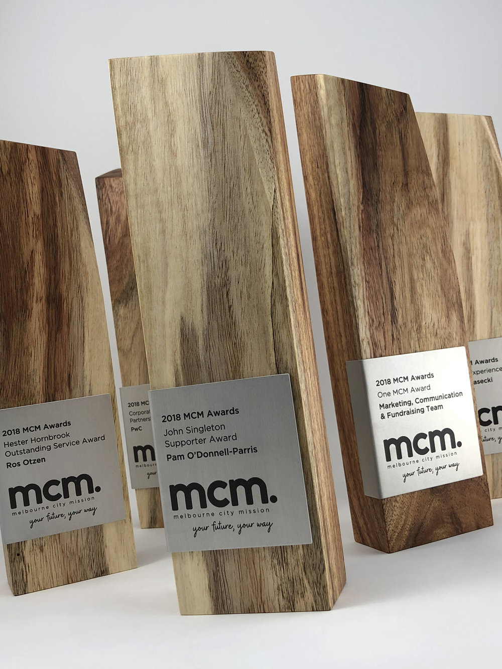 mcm-awards-reclaimed-eco-timber-chamfer-metal-trophy-03.jpg