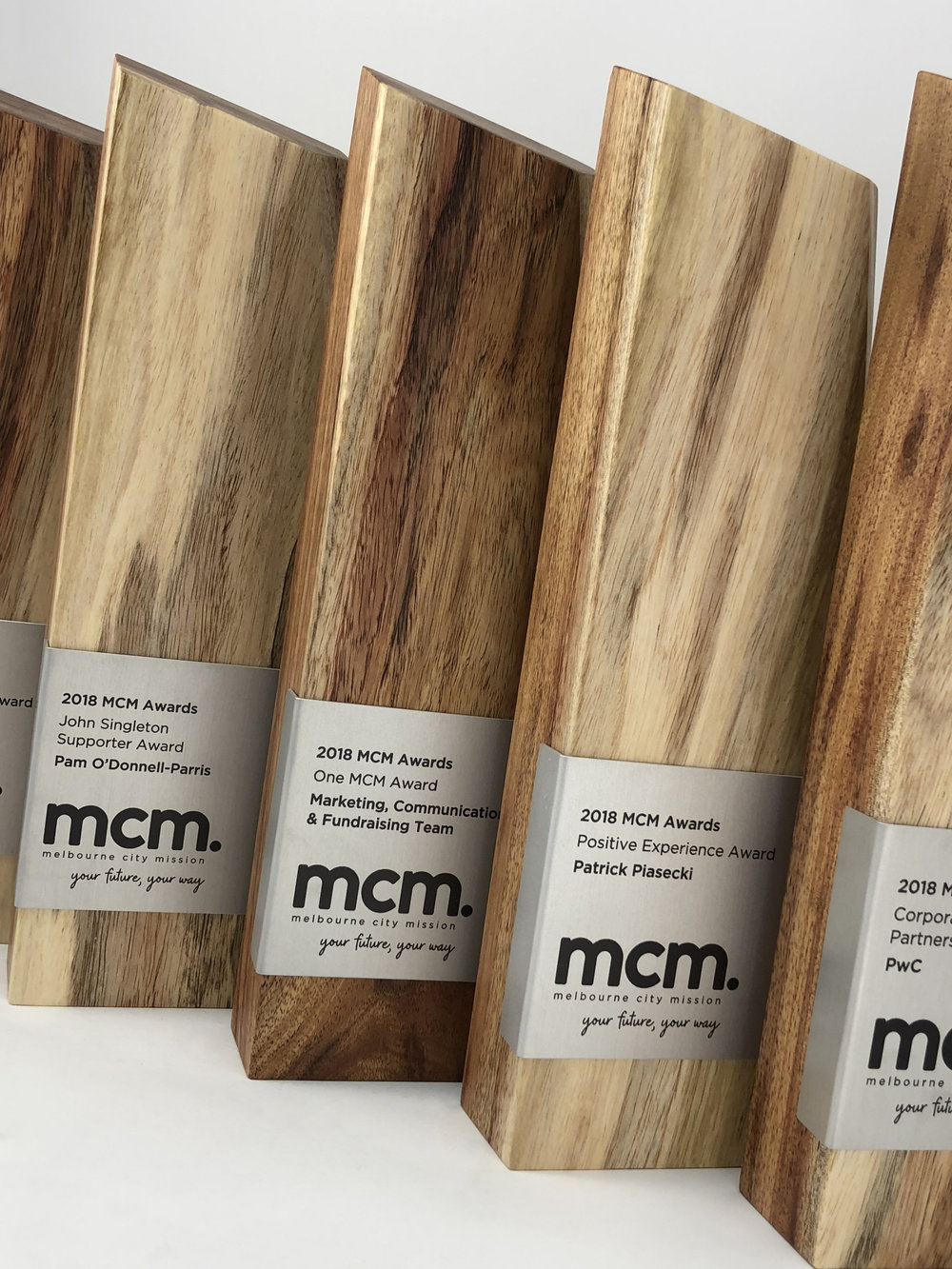 mcm-awards-reclaimed-eco-timber-chamfer-metal-trophy-06.jpg