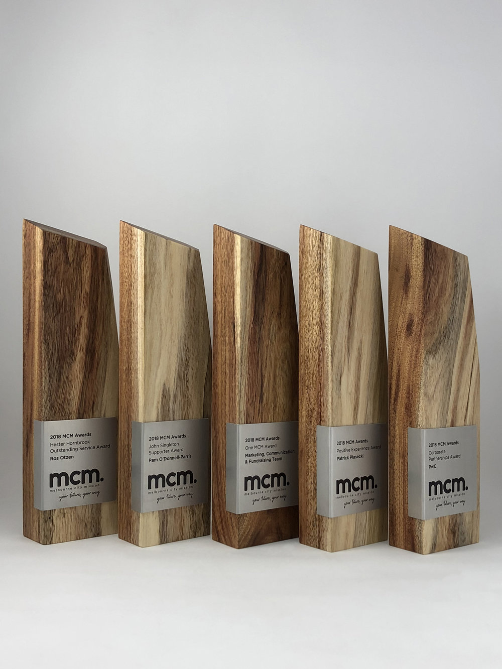 mcm-awards-reclaimed-eco-timber-chamfer-metal-trophy-05.jpg