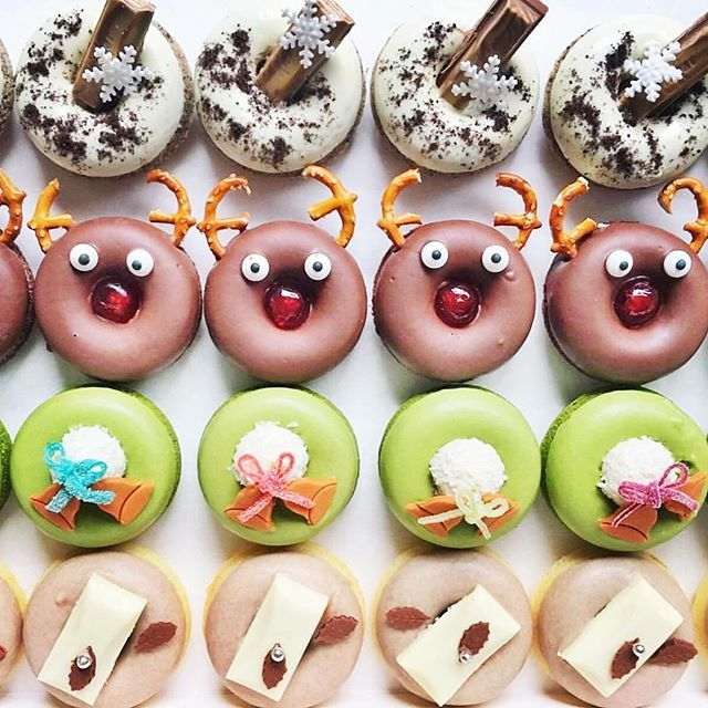 So freaking cute. We love these festive donuts from Chief Baker, @dessertparlour. 🍩 Plenty more sweet stuff to be found at the Gingerbread Demolition this Sat! Tix from link in bio 🙌🏼 #gbdemo
