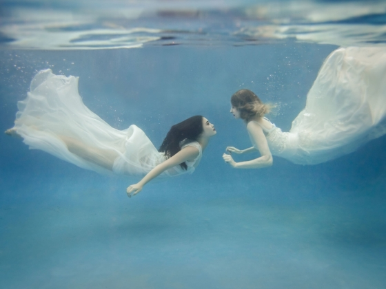 underwater bridal trash the dress