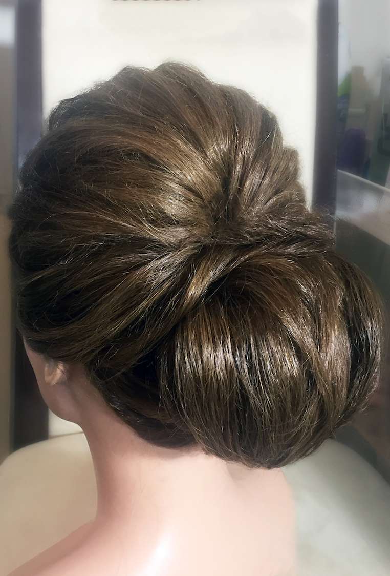 low-chignon-wedding-hair.jpg