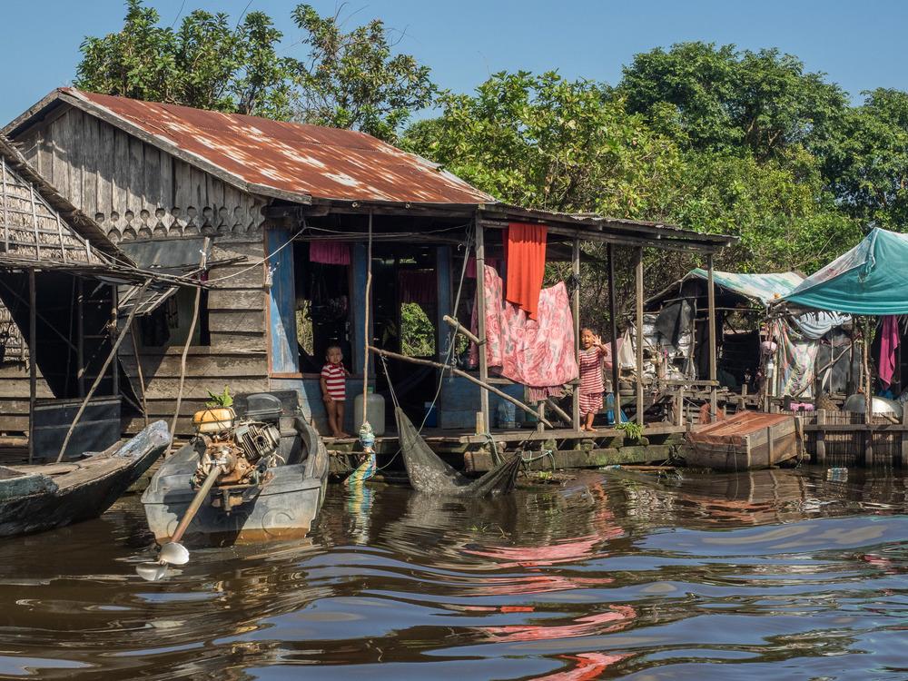 siem_reap_battambang_boat_cambodia-2.jpg