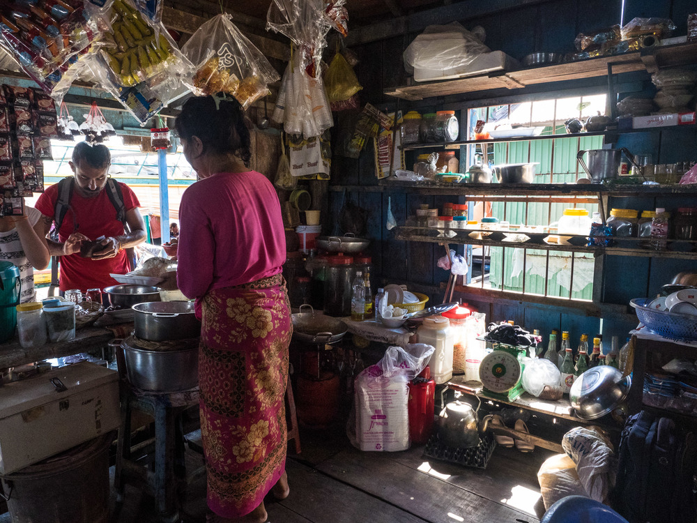 siem_reap_battambang_boat_cambodia-20.jpg