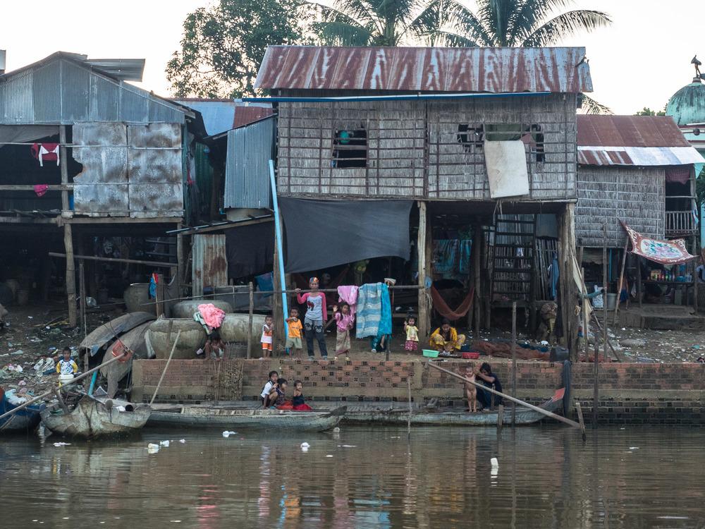 siem_reap_battambang_boat_cambodia-27.jpg