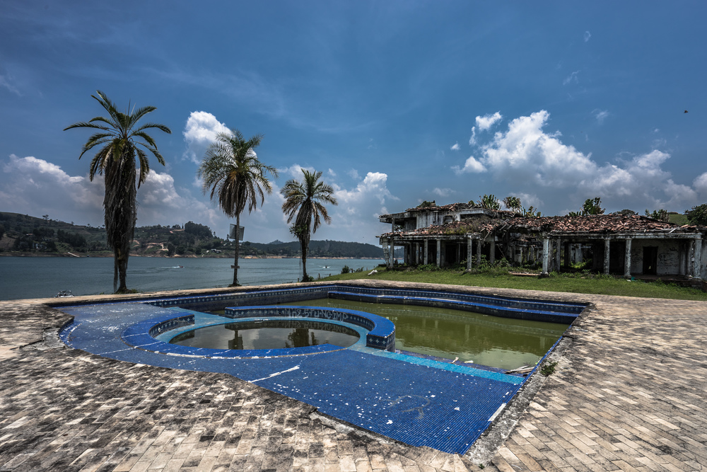pablo_escobar_mansion_guatepe_2-27.jpg