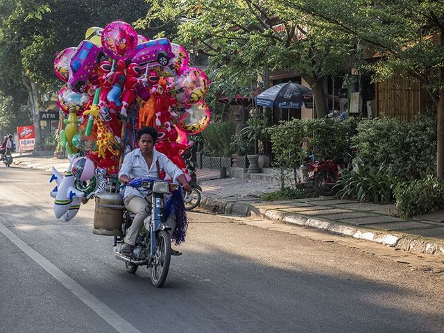 Phnom Penh, Cambodia. #cambodia #phnompenh #backpacking #southeastasia #ballons #pink #motorbike #travel #travelling