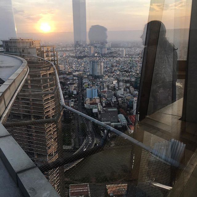 #e51n #saigon #hochiminh #reflections #sunset #helipad #bitexofinancialtower #iphone #iphone6s