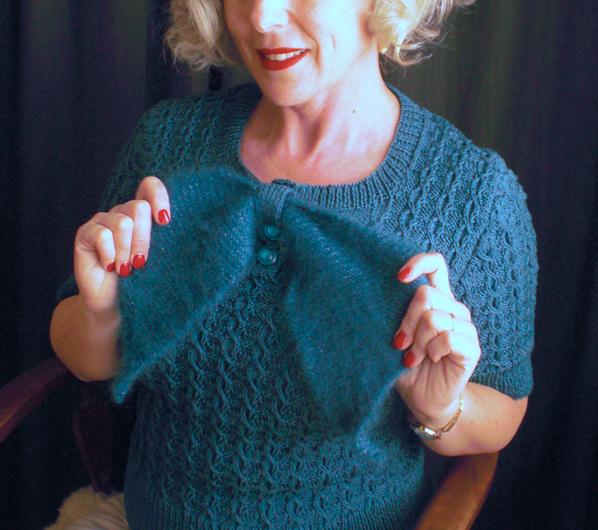 1930sSweaterBowDetail.jpg