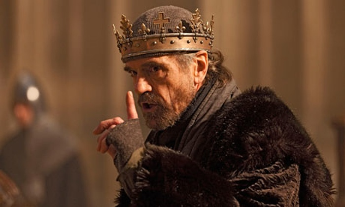 Finger-less gloves: a true sign of fury/madness/illness/stress.  Jeremy Irons,  The Hollow Crown,  Series 1 Episode 3.
