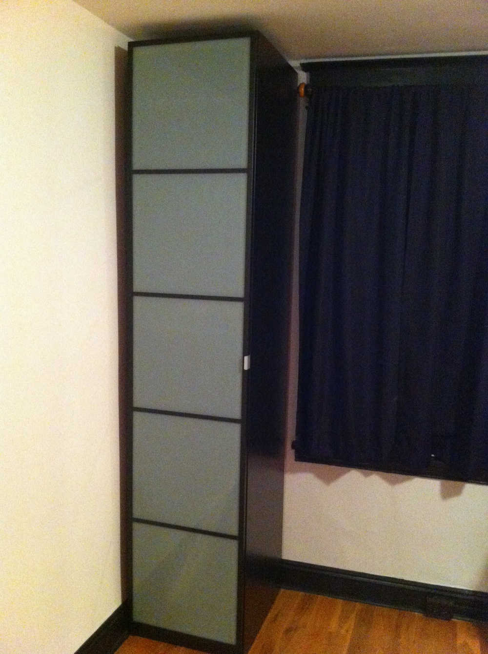 This organization system for storage fits perfectly in the corner and maximizes the use of vertical space.