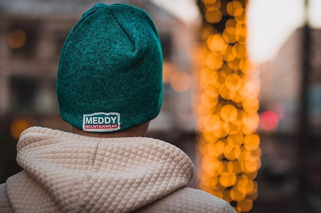 🏙🎇 @chris.janisch explores downtown Portland while reppin'. Chris does great work, check out his photo/video. #repmeddy #meddy #meddymountainwear #portland #pdx #downtown #holidays