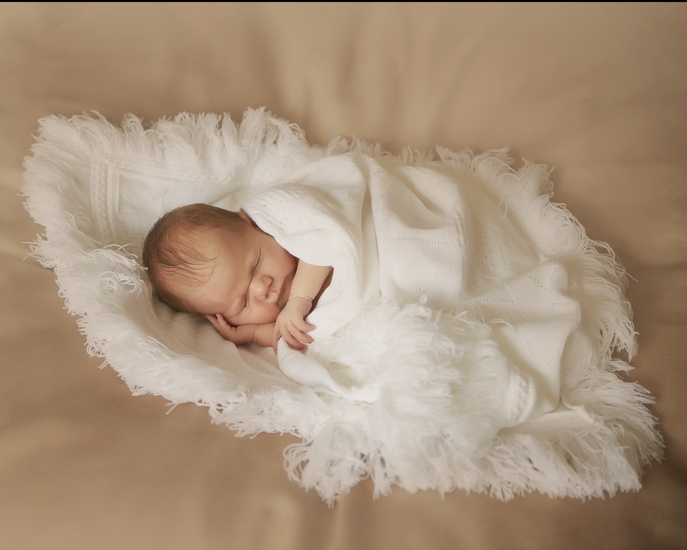 Your beautiful newborn baby in the first week (5-10days) is the best time to get the very best photos.