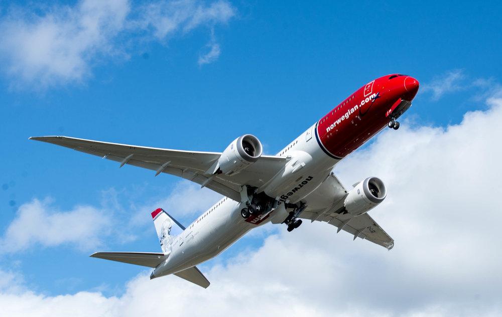 BOEING DREAMLINER 787-9.jpg