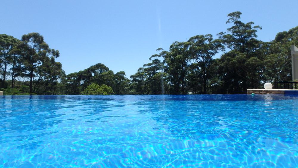 15 metre magnesium mineral heated infinity edge lap pool