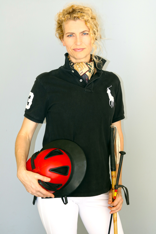 Nikki Neufeld Lifestyle Portrait - Keli Squires Taylor Photography