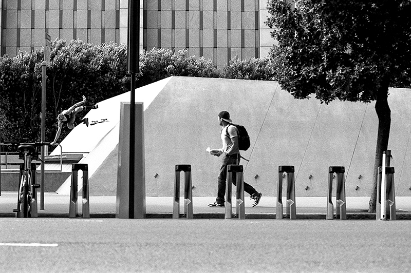 Handplant kickflip, SF; photo: Hart