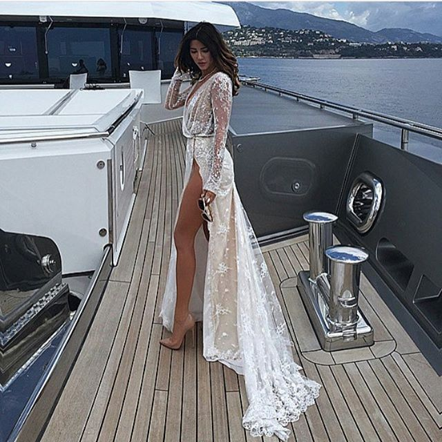 @thebridalclinic we make the body to fit the dress. Loving this @inbaldrorofficial frock 🙌🏼 Brides made @thebridalclinic  #inbaldror #wedding #dreamwedding #abiabag #healthybride #isaidyes #bridediet #bride #weddingdress #dress #sexy #yacht #cleaneating #healthy #nutrition #weightloss #detox #berta #lace #shredding #fit #tone #diet #dietplan #stunning #weddingphotography