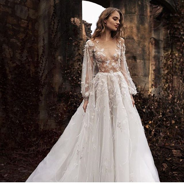 You find The Dress, we'll make The Body. Brides made @thebridalclinic  This stunning dress by @paolo_sebastian 😍 #dress #weddingdress #wedding #dreamwedding #bridetobe #bridediet #diet #weightloss #detox #beauty #lace #abiabag #isaidyes #regram #nutrition #healthybride #bridebody #exercise #fit #tone #skin #bride