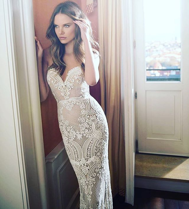 You find the dress, we'll make the body. Brides made @thebridalclinic  Dress inspo by @bertabridal 🙌🏼 #bride #Berta #bridesmaid #bridesmade #wedding #bridal #weddingdress #dress #lace #strapless #dreamwedding #abiabag #competition #win #isaidyes #nutrition #bridediet #diet #dietplan #weightloss