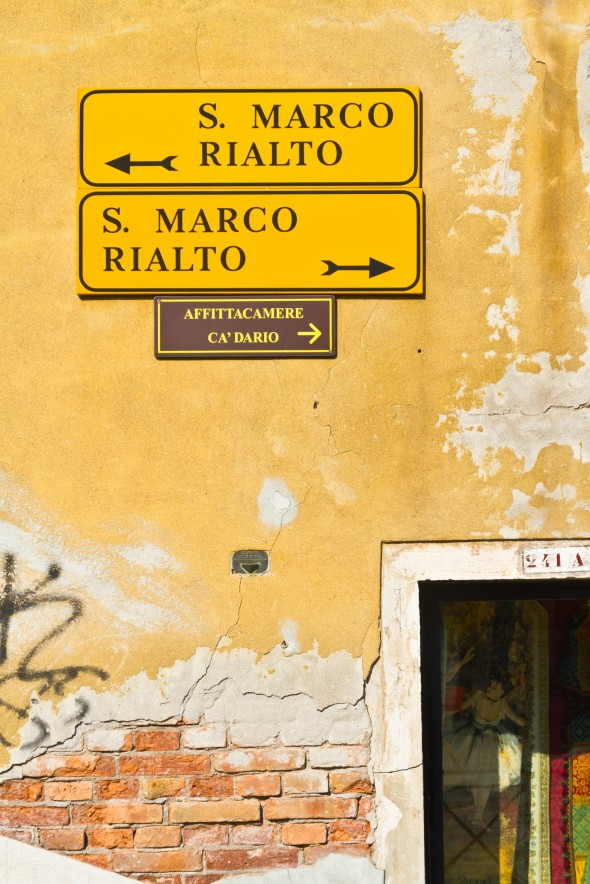 Sign to San Marco and Rialto