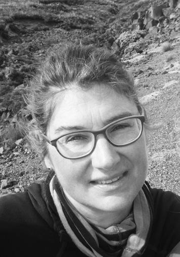 Dr. Kristina Barz Meereswissenschaftlerin   Dr. Kristina Barz beschäftigt sich mit dem Thema Fisch auf wissenschaftliche Weise: Sie arbeitet am Thünen-Institut für Ostseefischerei in Rostock und erarbeitet Informationen zum Zustand der Meeresfischbestände. Außerdem berät sie Politiker in Deutschland, insbesondere zum Thema Fangquoten.