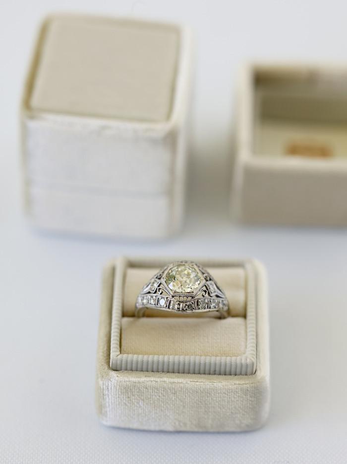 Choosing the Ring Box ANASTASSIA SEL