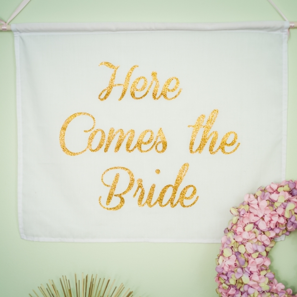 Handheld Banners @www.thedetaileddiva.com.jpg