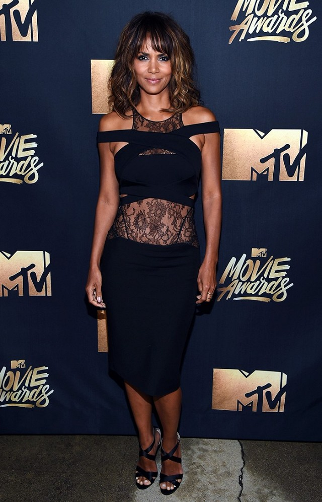 Halle Berry is showing off her amazing body in her Naom Hanoch dress.