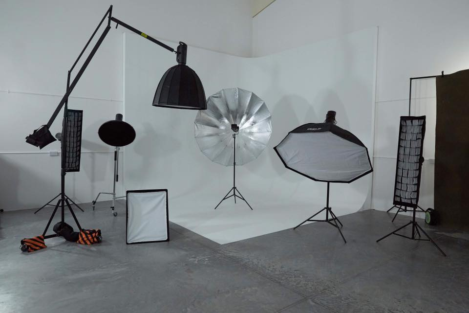 Large infinity cove at Synergy Photography Studio